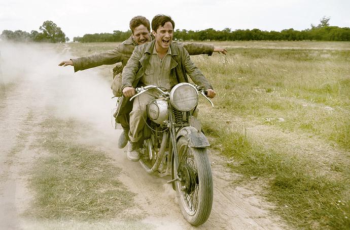 578eeacabc2fd-Rodrigo-De-la-Serna-Gael-Garcia-Bernal-Diarios-de-motocicleta