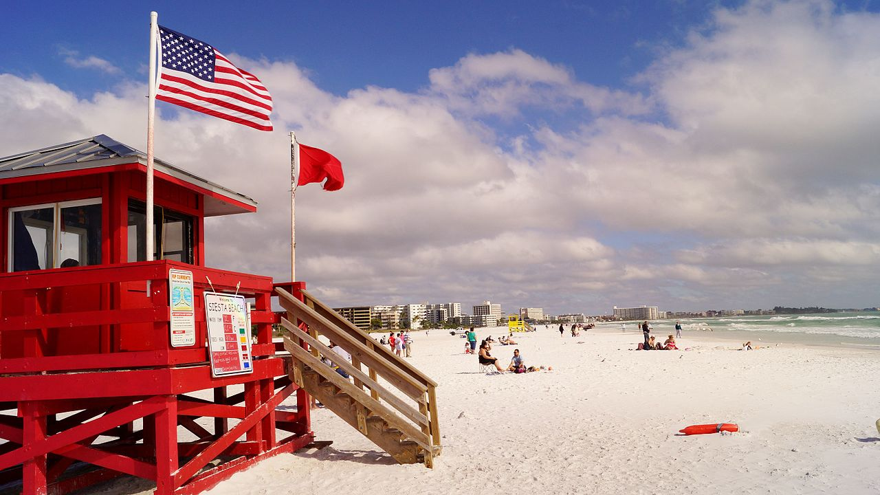 Red_Lifeguard_Stand_at_Siesta_Key_Beach